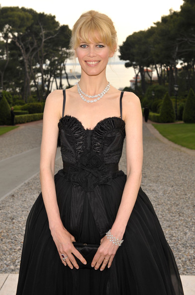 claudia schiffer d&g black dress cannes 2009 1