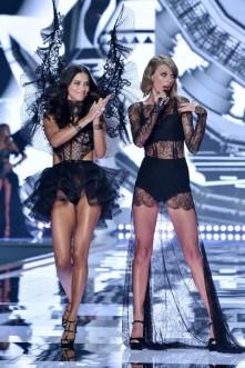 VS fashion show Adriana Lima and Taylor Swift