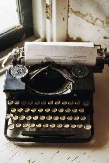 everydayfacts Old Manual Typewriter