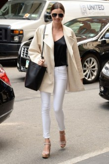 Off-Duty Model Fashion Style Inspiration Miranda Kerr