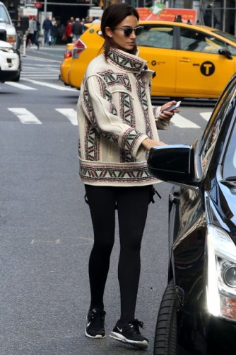 everydayfacts Lily Aldridge casual outfit